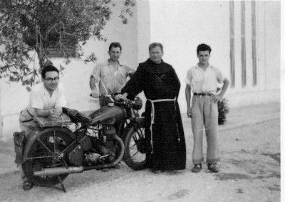 1952 Breveglieri Padre Vivaldo Pagani e la sua BSA F