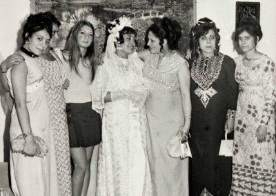 Tripoli 1971 Ileana con amica libica sposa