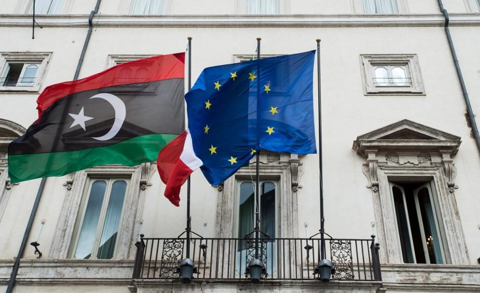 bandiere unione europea e libia