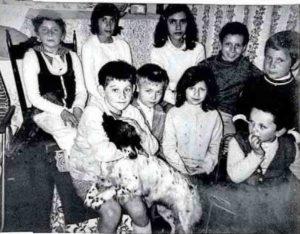 1970. Bambini nel campo profughi Canzanella